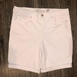 NWT Seven Weekend Bermuda White Rolled Cuff Shorts